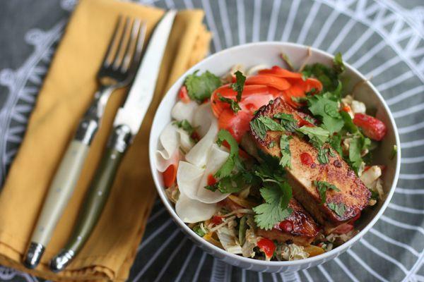 Vegan Bahn Mi Bowl - wit Sriracha!