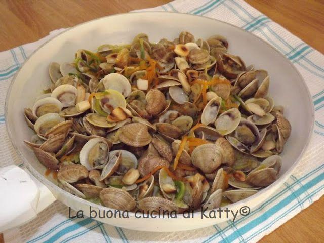 La buona cucina di Katty: Padellata di volgole alle verdure.... e spaghetti!