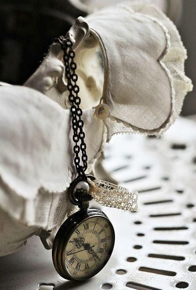 (̏◕◊◕)̋ weathered old pocket watch in a pretty little still life.