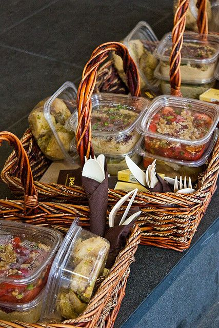 Pera Picnic Basket. Great Idea for a wedding picnic. Just give one to each guest.