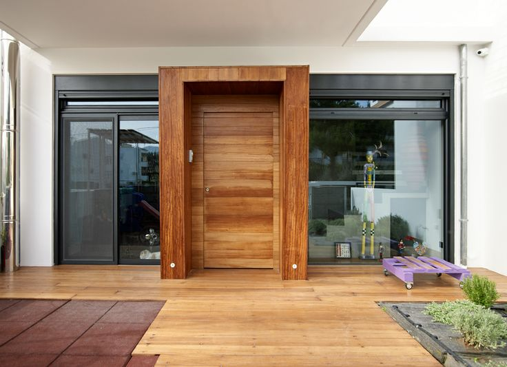 Είσοδος / Entrance door