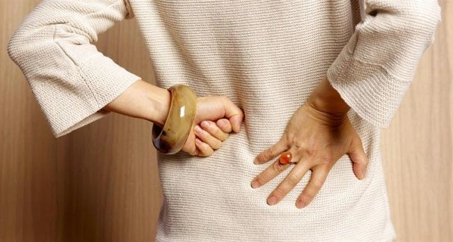 What are symptoms of a kidney infection and kidney pain?