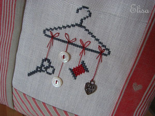 cross stitch  I love this! Sweet, simple, but the little things like the clothes line really add a lot!!