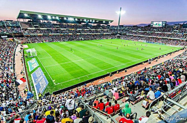 Aspecto que ofrecía el estadio Nuevo Los Cármenes durante el encuentro que ganó el Granada CF 1-0 contra los culés.