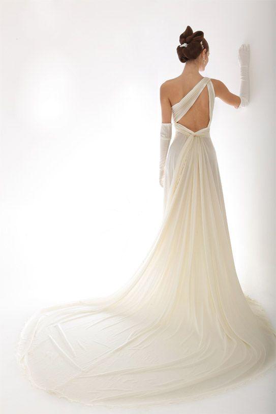 Cerchi un abito da sposa con schiena scoperta? Scopri gli abiti firmati Pieralisi!