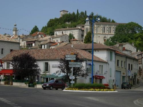 Montaigu-de-Quercy: Lower Village Montaigu-de-Quercy - France-Voyage.com