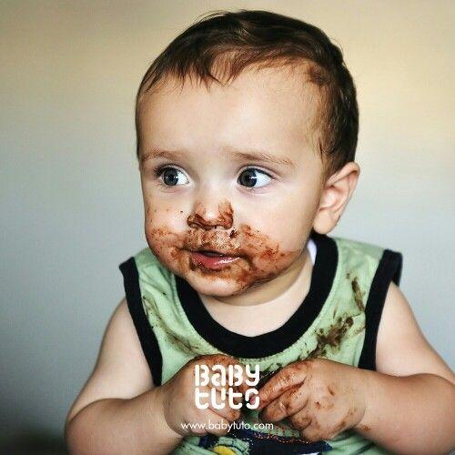 Mamá, tengo dos cosas que decirte:  1. Encontré tu caja de chocolates con café  2. No sé por qué pero no tengo nada de sueño. https://instagram.com/babytuto/