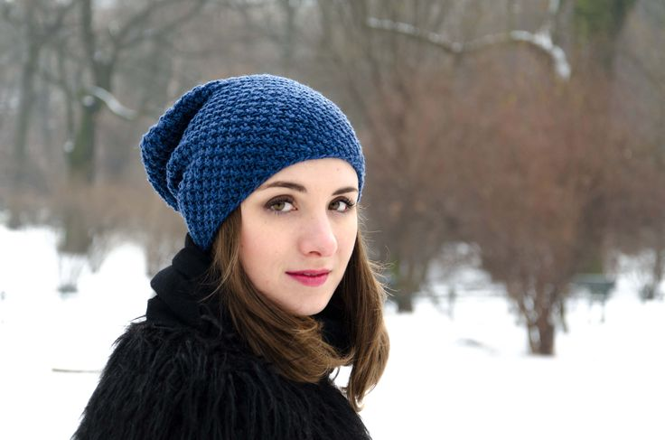 Elegant blue beanie made with merino wool.