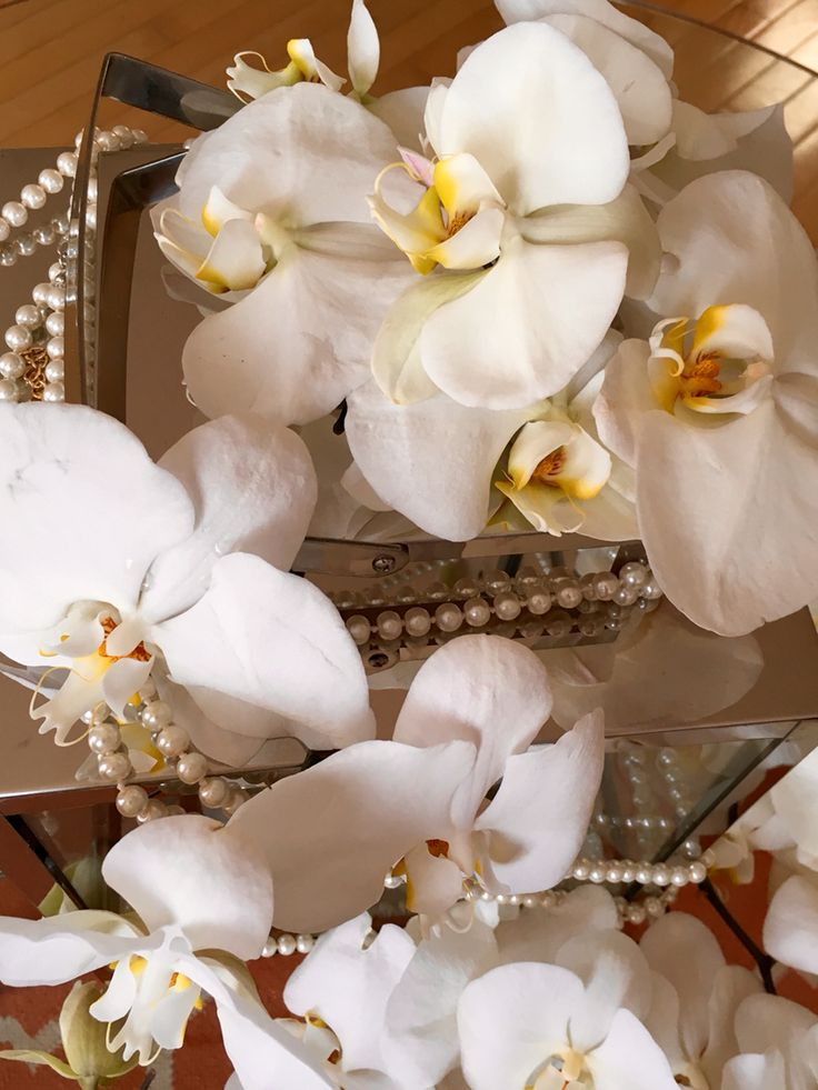 Phalaenopsis orchids  Luxe wedding  Pearls  White wedding  Luxury  Orchids Montreal