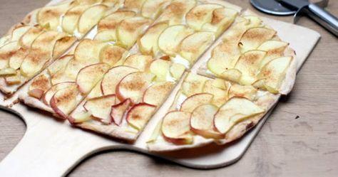 Schneller süßer Flammkuchen mit einem Belag aus Schmand, Apfelscheiben und Zimtzucker mit selbst gemachtem Flammkuchenteig ohne Hefe.