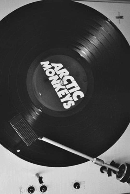 Un vinyle des Arctic Monkeys à partir de 16€ Pinterest : @lauriemareau ☯