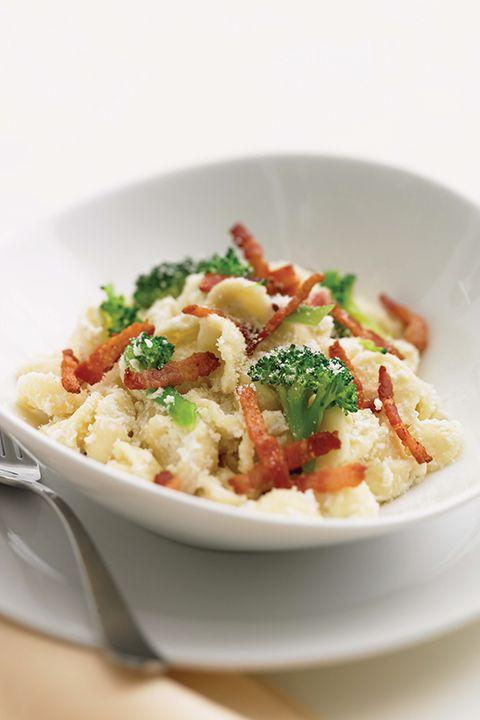 INGRÉDIENTS PAR SAPUTO   Essayez cette idée de pâtes orecchiette garnies de bacon, de brocolis et de fromage Ricotta Fiorella Saputo! Un repas facile, rapide et riche en saveurs! Bon appétit.