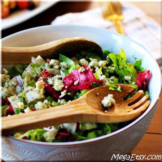 Tricolor salad with fresh herbs and gorgonzola. The PERFECT salad.