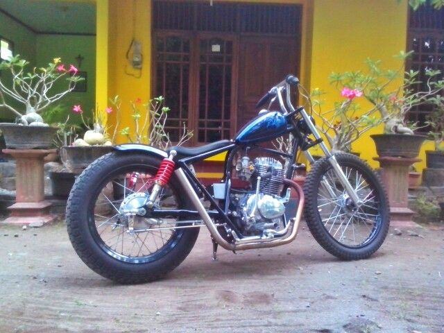 Honda CB100 GL100 chopper bobber indonesia