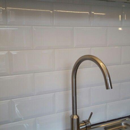 25 beste idee n over metro tegels op pinterest toiletruimte badkamers en kleine badkamer tegels - Witte matte tegel ...