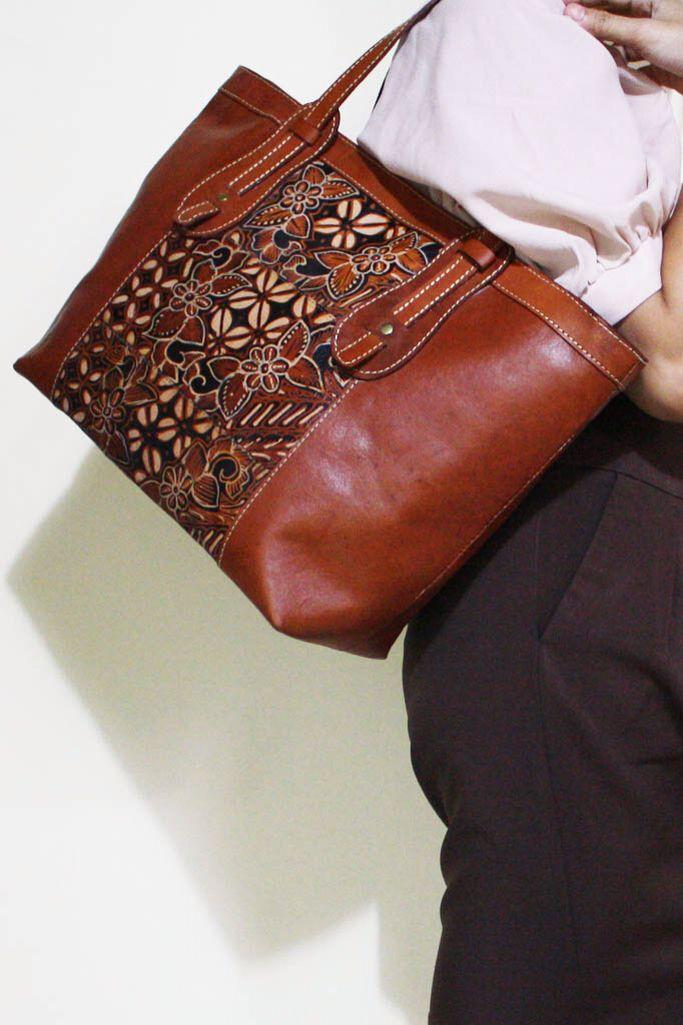 Ajeng Batik Leather Bag. The beauty of Batik illustration drawn on leather material.     #djokdjabatik