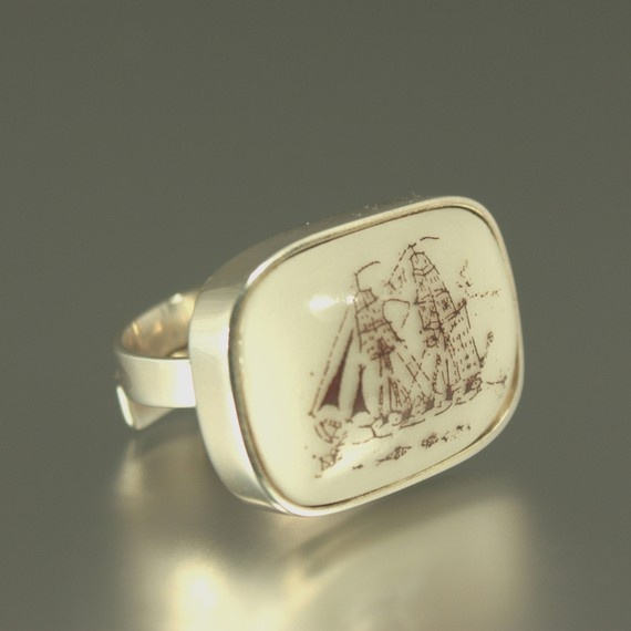 I love rings AND old drawings/etchings of ships. This is the perfect ring for me.