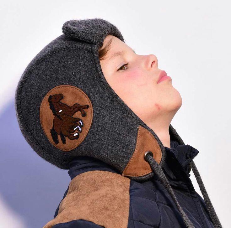 Шлем из шерсти с отделкой  замшевые и аппликациями