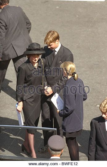 Prince William holding his aunt's hands after Diana's funeral. Death Of The Princess Of Wales Prince William Lady Sarah Mccorquodale & Her Dtr Emily Stand United In Grief - Stock Image