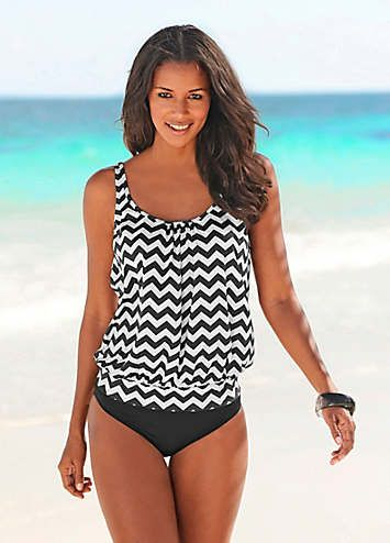 stay one step ahead of the fashion set in this oversized, printed tankini top. The top has been slightly wider cut for a flattering look and has a close-fitting waistband, padded cups and elasticated seam under the bust to create a feminine silhouette. LASCANA Tankini Features: Adjustable straps  Washable  84% Polyamide, 16% Elastane  shapewear insert: 85% Polyamide, 15% Elastane Protect your skin.