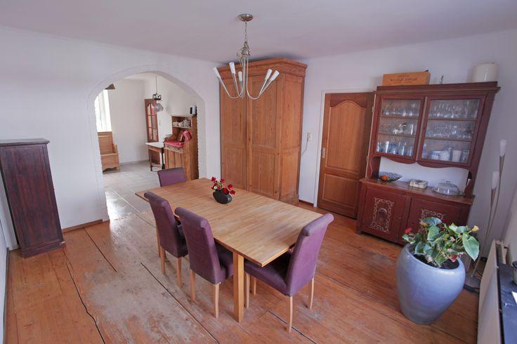 Huis te koop in Zuid Limburg. Dit is de eetkamer met op de achtergrond de keuken. http://helpmee.kijkmijnhuis.nl/Go/?c=185F7A7