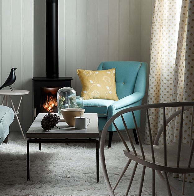 teal and mustard yellow furniture work nicely against a neutral wall colour and carpet