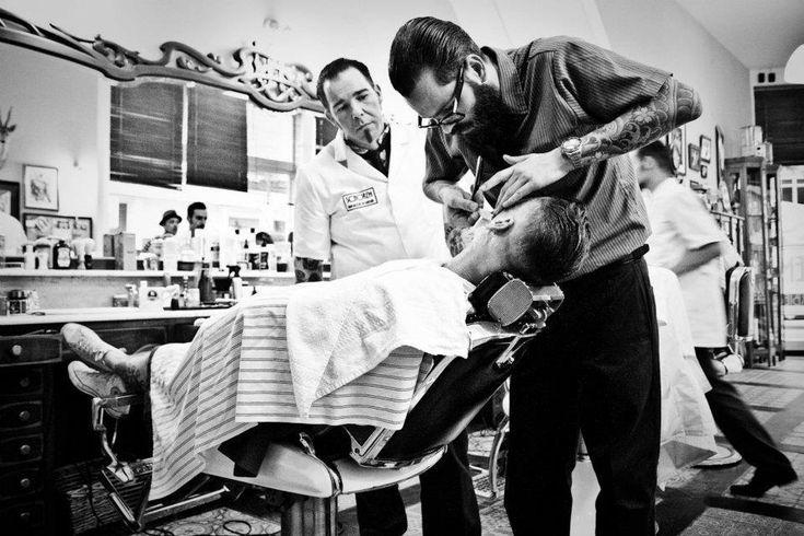 Le barbier, un passage obliger pour tailler sa barbe ? Oubliez un peu les images d'Epinal digne des westerns de votre enfance.Rasoir, serviette chaude, eau