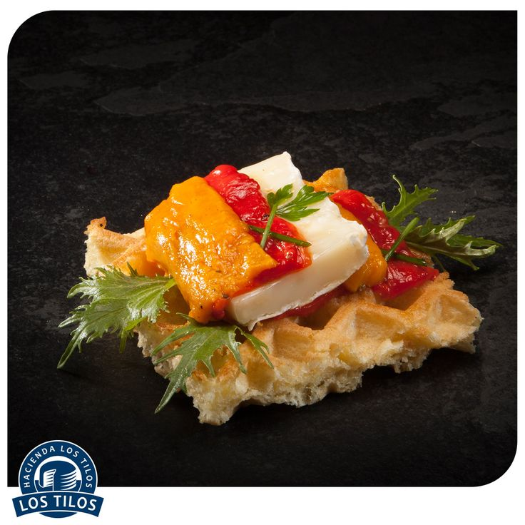 Pequeño Waffle con tomme y escalibada catalana. #Recetas #Gourmet http://www.lostilos.cl/recipes/pequeno-waffle-con-tomme-y-escalibada-catalana/