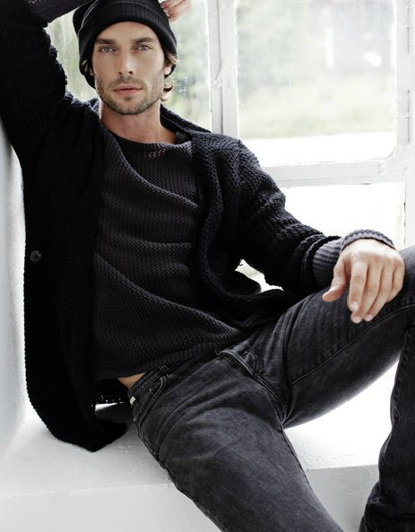 black + charcoal gray. Hate the hat, love the casual comfy cozy texture of both the layered pieces. Absolutely wouldn't be able to keep my hands off a dude wearing something like this. ;0)