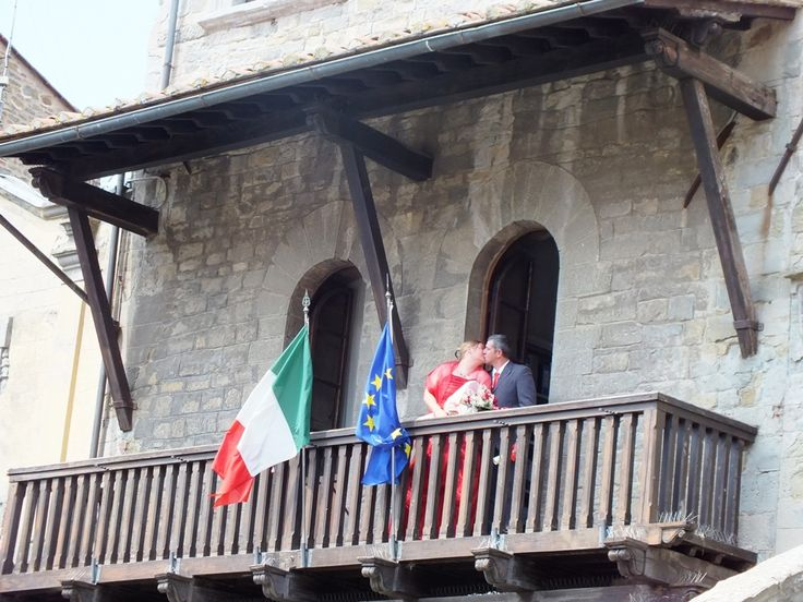 Cortona Town Hall, traditional photo at the balcony