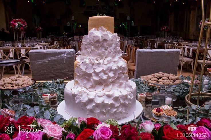 Boda Ileana Novelo y Luis Peniche  Fotografías: Leo Espinosa  Pastel comestible, pastel de utilería y barra de postres: Lavalles Pasteleria  #wedding #boda #weddingcake #pasteldebodas #weddingday #Merida #Yucatan #Mexico