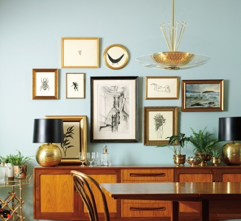 love a busy wall of art!