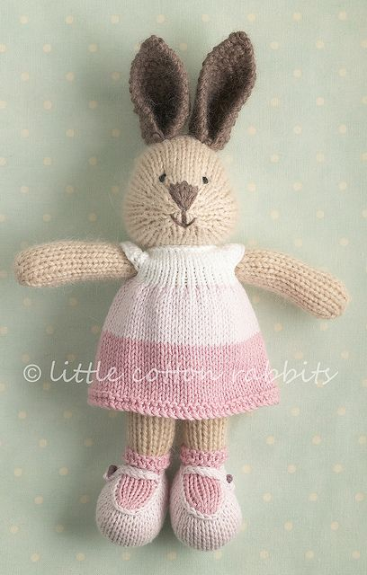 knitted rabbit.  This is so adorable, I want this for my Daughter.