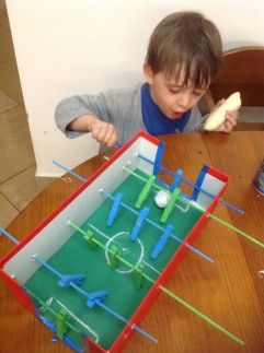 Dica para o Dia das Crianças: Confeccionando seu pebolim (ou totó)