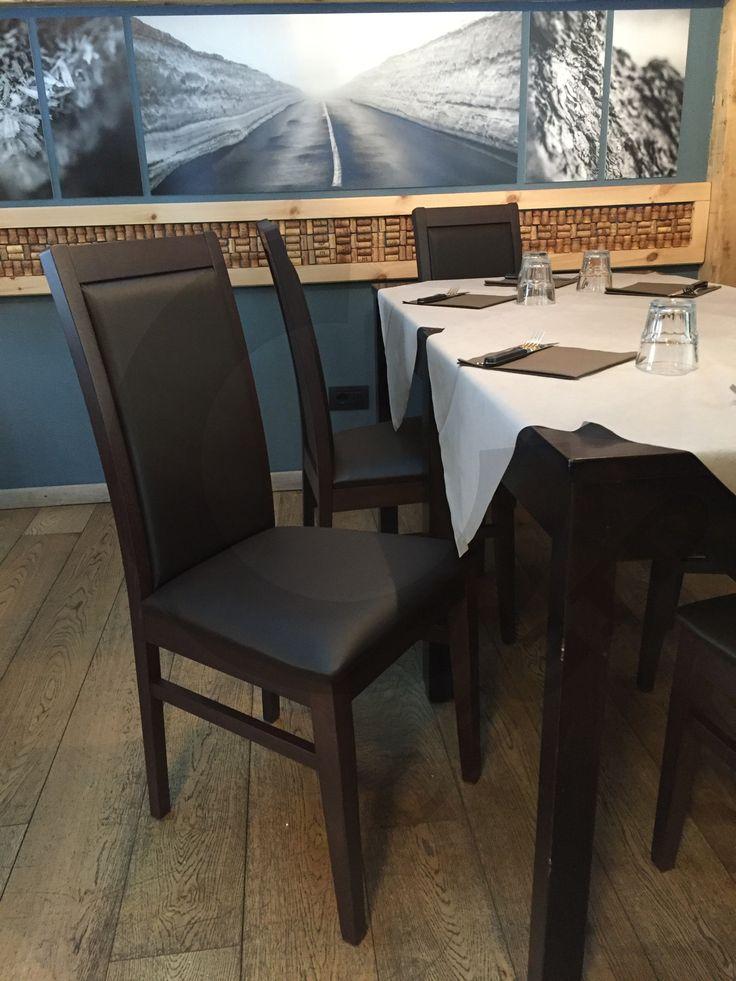 Sedie per ristorante, struttura in legno, imbottitura in eco pelle. www.cegidsas.it