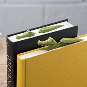 Ce marque pages se place sur le haut du livre et représente un animal, ici un crocodile (il est dérivé aussi avec d'autres animaux), qui est comme à demi plongé dans le livre.