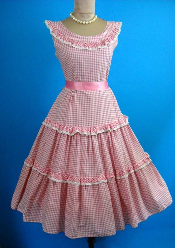 This would look fantastic with my Marie Antoinette wig!!