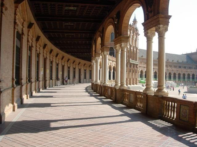 Look familiar??? This is the Plaza de Espana in Sevilla, Spain, where Anakin Skywalker and Queen Amidala walked across in Episode II of Star Wars, talking about her childhood:)
