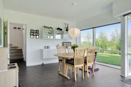 Moderna villa danesa de tres pisos for Decoracion danesa