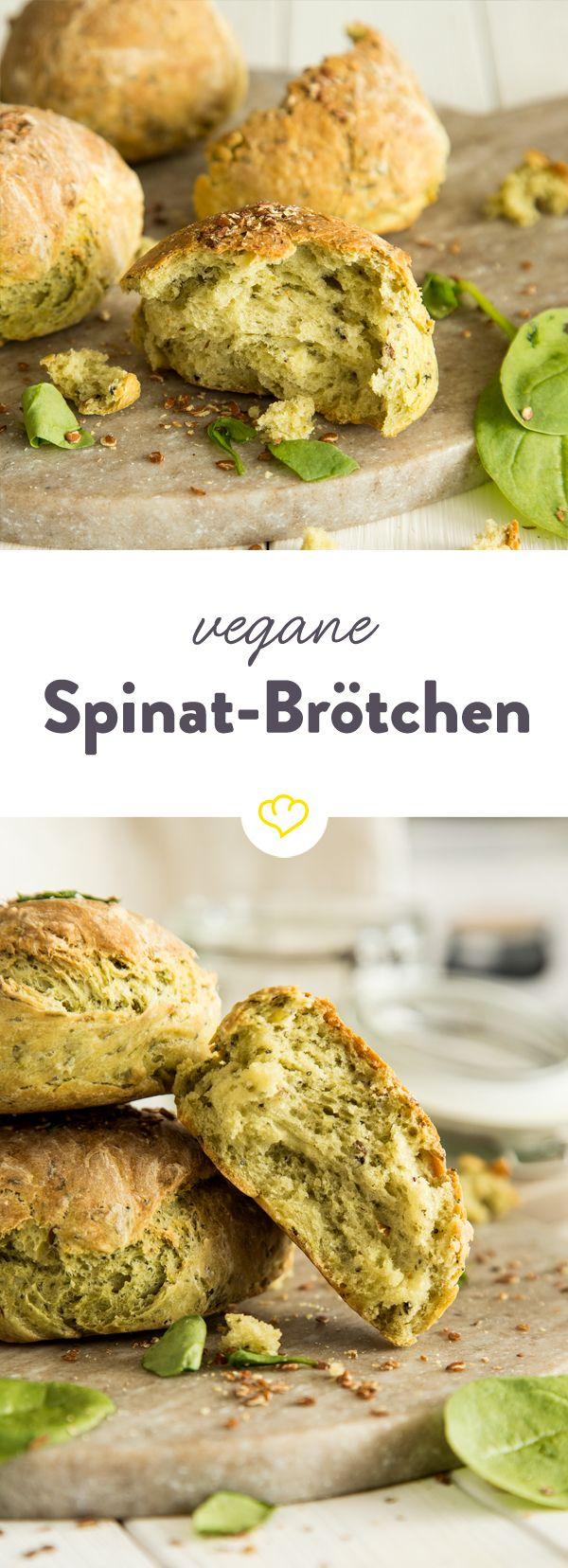 Diese soften Brötchen mit zartem Spinat, Haferflocken und einem gesunden Mix aus Sesam-, Mohn- und Leinsamen werden dein Herz im Sturm erobern.