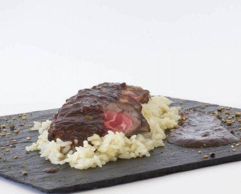 Tataki de ternera con salsa de vino y arroz pilaf en Olla GM. Receta: http://www.ollasgm.com/tataki-de-ternera-con-salsa-de-vino-y-arroz-pilaf/