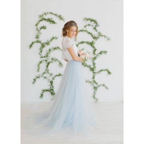 Романтичное платье с лёгкой дымчатой юбкой и нежным кружевным верхом