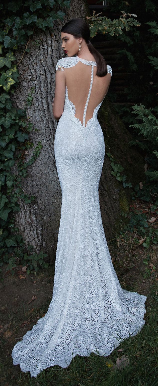 pearl back wedding dress by @bertabridal