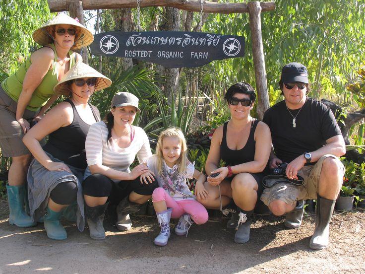 På besök på Rostedt Organic Farm i Kalasin, Thailand 2011, Här tillsammans med Salong Headline, Umeå och saxokam, Sundsvall.