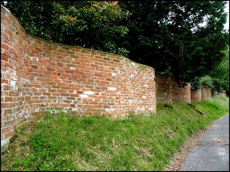 The crinkle crankle wall economizes on bricks, despite its sinuous configuration, because it can be made just one brick thin. If a wall this thin were to be made in a straight line, without buttresses, it would easily topple over. The alternate convex & concave curves in the wall provide stability & help it to resist lateral forces. The term is thought to come from Old English meaning zig-zag. Suffolk has twice as many as in the rest of the country.