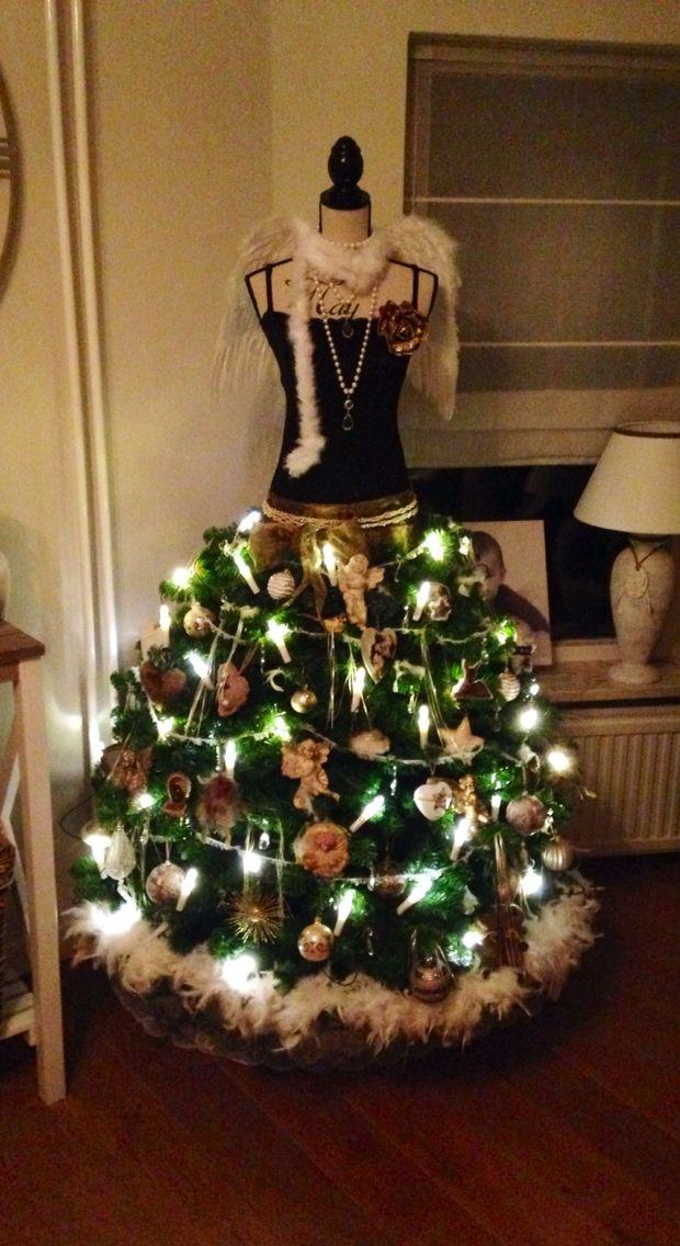 Trots op mijn kerstboom!!!@creatief met een paspop en kerstboom