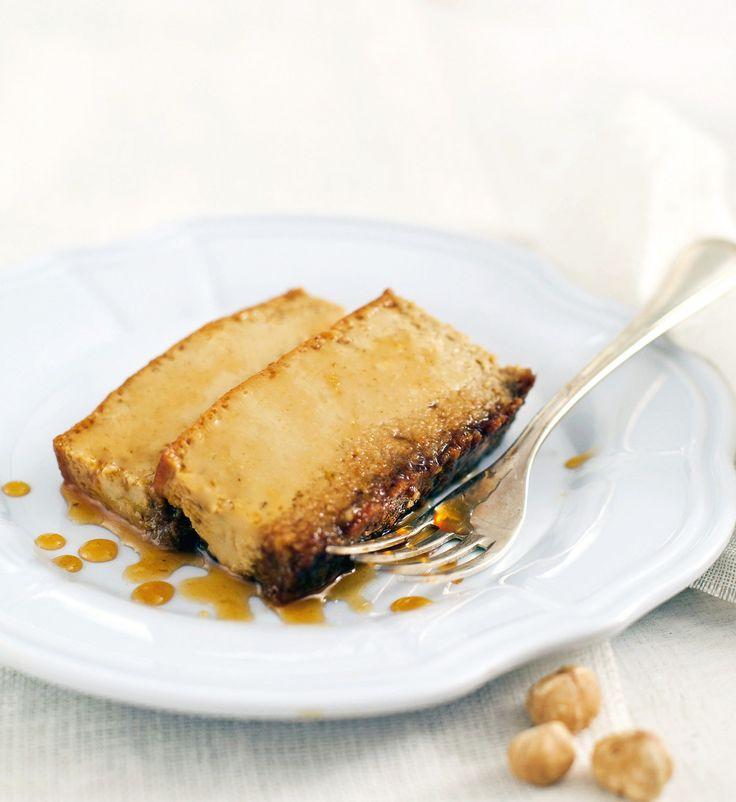Dolce antico e tradizionale del Piemonte, più precisamente delle Langhe, il bônet alle nocciole è di morbida bontà. Scopri la ricetta di Sale&Pepe.