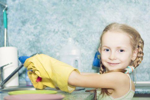 Kdy máte začít vést děti k plnění domácích povinností?