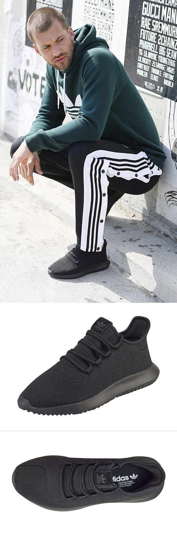 Wahre Größe beweist der schicke Sneaker »Tubular Shadow« von adidas Originals! Mit seinem angesagten Design und großartigen Komfort wird der stylische Freizeitschuh im Handumdrehen zum neuen Liebling im Schuhschrank. Moderne Männer werden von dem Schuh mit weich gepolstertem Einstieg und strapazierfähiger Laufsohle aus Gummi begeistert sein.