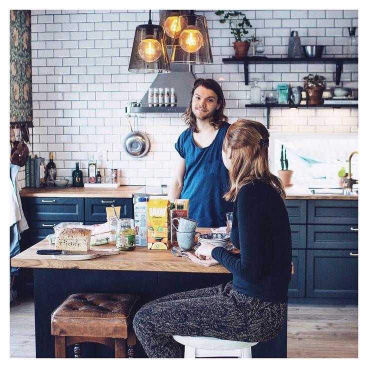 kitchen. black kitchen. Ikea. kitchen inspiration. mörk fog. svart kök. köksö. william morris.